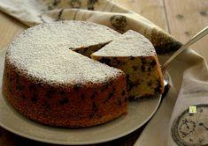 La torta semplice con gocce di cioccolato è una torta golosa e facile, con ingredienti sempre presenti in dispensa, soffice e irresistibile.