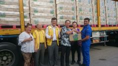 NECF's Rev Andy Chi handing over aid to a Civil Defence Force officer in front of a trailer-load of bottled drinking water. Others from left to right: Lions Belinda Chow, Phillip Chay, Datuk Ong Theng Soon, Lee Teck Leong. Jan 6, 2017 — Picture courtesy of NECF