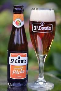Louis Premium Peche an Belgian Lambiek style fruit beer with an alcohol content of ABV. Louis Premium Peche is brewed by Castle Brewery Van Honsebrouck. Belgian Beer, Alcohol Content, Beer Labels, Wine And Beer, Brewery, St Louis, Glasses, Drinks, Root Beer