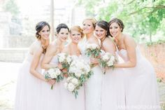 What a beautiful bridal party with their flowers! #theflowerman  Flowers: The Flowerman Photo: Janne Photography