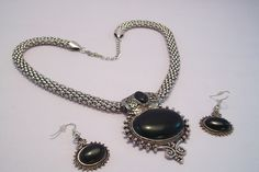 Contemporary style of #Necklace that fits like a decorative around your body giving you a stunning look.