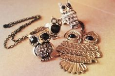 I love owl jewelery even though I am terrified of owls! Owl Jewelry, Cute Jewelry, Jewelry Box, Jewelery, Jewelry Accessories, Fashion Accessories, Animal Jewelry, Vintage Jewelry, Jewelry Watches