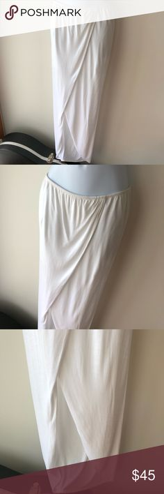 BNWT Aila Blue Asymetrical White Skirt size Small No flaws. Perfect condition. Bundle 3 listings get 20% off, bundle 5 get 30% off plus free shipping. Used once or twice. Aila Blue Skirts Asymmetrical