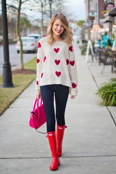 Go for a white and red graphic crew-neck jumper and navy skinny jeans and you'll look like a total babe. A pair of red rain boots will be a stylish addition to your outfit. Fashion Mode, Love Fashion, Teen Fashion, Valentine's Day Outfit, Outfit Of The Day, Fall Winter Outfits, Autumn Winter Fashion, Red Rain Boots, Valentines Outfits