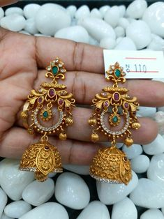 how to order please suggest Gold Jhumka Earrings, Indian Jewelry Earrings, Jewelry Design Earrings, Gold Earrings Designs, Gold Jewellery Design, India Jewelry, Temple Jewellery, Designer Earrings, Necklace Designs