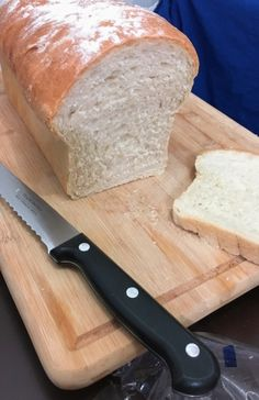 Aqui em casa consumimos bastante pão de forma branco, e apesar de gostar demais de pão caseiro sempre rola aquela preguiça de preparar...