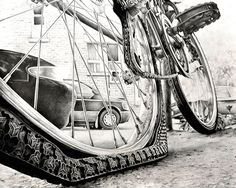 Another RISD bike drawing - I couldn't find the artist attribution.Image Develpment Strategy IDS - worm's eye view, dramatic perspective Bicycle Drawing, Bicycle Art, Bicycle Spokes, Ap Studio Art, Ap Drawing, Drawing Ideas, Drawing Sketches, Easy People Drawings, Unique Drawings