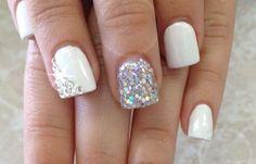 Uñas decoradas color blanco, uñas decoradas color blanco con piedras. Clic y Síguenos, Join nails CLUB! #decoraciondeuñas #corunhas #uñasvistosas