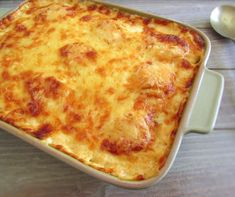 Do you like tuna and want to prepare a quick, different and very tasty meal for the friends who came for dinner? Try this tuna recipe in the oven. Tuna Recipes, Sauce Recipes, Real Food Recipes, Souffle Recipes, Tasty, Yummy Food, Grated Cheese, Portuguese Recipes, Portugal
