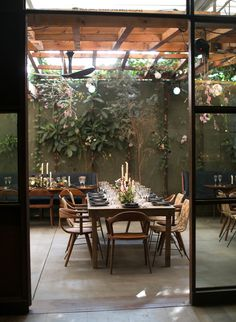 Photography : Elizabeth Messina | Floral Design : The Bosky Dell | Hotel : Hotel Bel Air | Venue : Hinoki and the Bird Read More on SMP: http://www.stylemepretty.com/2016/11/30/a-mid-century-modern-style-la-wedding/