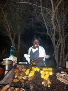 Tradiitional South African Braai - [BBQ] on safari Heritage Day South Africa, South African Braai, Safari Food, Paises Da Africa, Biltong, South African Recipes, Main Meals, Wine Recipes, Spinach