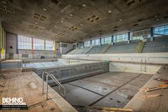 Scartho Baths Swimming Pool, Grimsby - Pool with divider at one end Abandoned Buildings, Abandoned Places, Bath Swimming Pool, Empty Pool, Gas Boiler, Room With Plants, Main Entrance, Water Treatment, Closed Doors