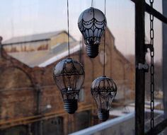 Lightbulbs decorated to look like Hot air balloons