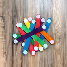 Watch this DIY video to learn how to make your own craft sticks with VELCRO® Brand Stick On Coins! An easy kids' craft idea that will keep little ones occupied for hours as they use the craft sticks to make different shapes!