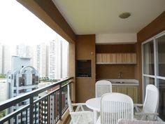 Morumbi vende apartamento com 140m², 3 suítes, super terraço com churrasqueira, próximo ao shopping portal. Clique para conhecer todos os detalhes deste apartamento super bem localizado .