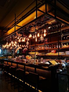 10 main features a bar POS must be well equipped with. Split check, easy menu management, liquor inventory and more, to ensure maximum output at your bar. Pub Interior, Bar Interior Design, Sportbar Design, Design Trends, Chair Design, Bar Country, Bar A Burger, Bar Speakeasy, Prohibition Bar