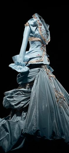 ⚜ Christian Dior, Haute Couture Fall 2007 We Wear, How To Wear, Miss Dior, Asymmetrical Design, John Galliano, Vintage Glamour, Christian Dior, Berry, Game Of Thrones Characters