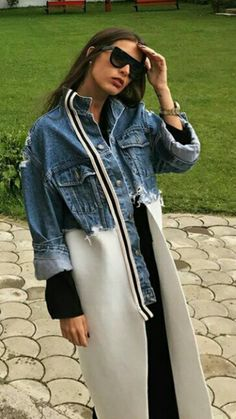 Perfectly revised denim jacket / trench coat for spring - .- Perfectly revised denim jacket / trench coat for spring – Denim Fashion, Boho Fashion, Autumn Fashion, Fashion Outfits, Womens Fashion, Fashion Trends, Style Fashion, Fashion Coat, Mode Abaya