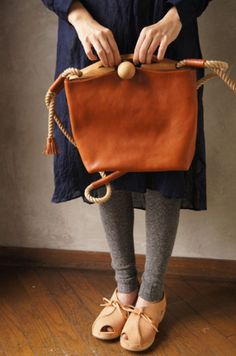 I love the bag and the shoes #leather bag #brown