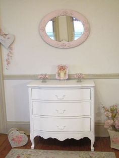 Darling Petite White Vintage French Provincial Chest of Drawers White Bedroom Set, French Provincial Furniture, Shabby Home, Shabby Chic Style, Cottage Chic, Chest Of Drawers, French Vintage, Decor Styles, Painted Furniture