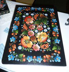Olá pessoal    Vamos ver mais algumas peças da exposição. Mostrarei uma pintura folclórica ucraniana chamada Petrykivka.    Este estilo ain...