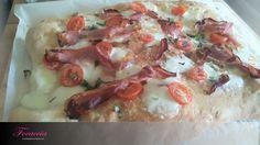 Focaccia Hawaiian Pizza, Camembert Cheese, Meat, Food, Flat Bread, Simple, Bakken, Food Food, Eten
