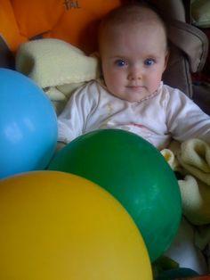cual es el globo y cual el bebe??