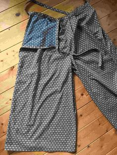 How to make a shorts/wraparound trousers Japanese Sewing Patterns, Pdf Sewing Patterns, Easy Sewing Projects, Sewing Hacks, Loose Jeans, Fashion Sewing, Women's Fashion, Dressmaking, Patterned Shorts