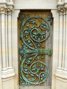 Tür, großes Ornament