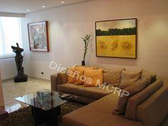 Salón de Diseño, Modular en Cuero Italiano, Mesa Centro en Wengue, tope en Cristal.
