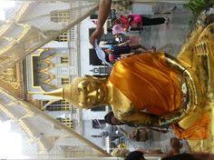 Songkran Fes....pay respect to Buddha..^^