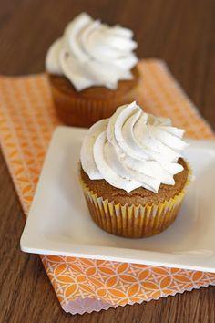 Sarah Bakes Gluten Free Treats: gluten free vegan pumpkin spice cupcakes with cinnamon buttercream Gluten Free Sweets, Vegan Sweets, Gluten Free Baking, Dairy Free Recipes, Vegan Gluten Free, Paleo, Vegan Pumpkin, Pumpkin Recipes, Sem Lactose