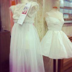 Exposición de los trabajos realizados por los alumnos de Grado en Diseño de Moda de ESNE para Cibeles Novias. Vestidos de novia con materiales alternativos.