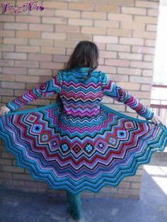 My favorite crochet stitch pattern in a coat. Let's see I'll change it to plum, jade green, chocolate, pumpkin, accents of black. I love this coat! Cardigan Au Crochet, Crochet Coat, Crochet Jacket, Crochet Shawl, Crochet Yarn, Crochet Clothes, Beau Crochet, Moda Crochet, Pull Crochet