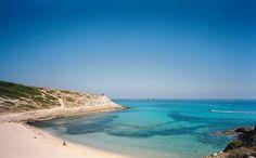 Der Weg zur Cala Torta ist eine zehn Kilometer lange, holprige Zumutung. Dafür bleibt man allein mit dem Meer und der Natur