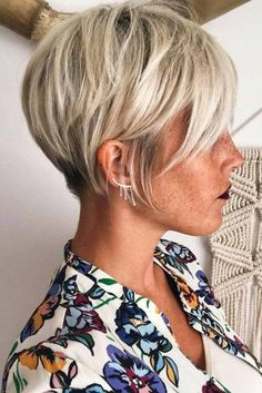 Look Over This Beautiful Pixie Hairstyles 2018 The post Pixie Hairstyles appeared first on Hair and Beauty . The post Beautiful Pixie Hairstyles 2018 The post Pixie Hairstyles appeared first… appeared first on Hairstyles and Haircuts . Short Hairstyles For Women, Cool Hairstyles, Hairstyles 2018, Hairstyle Ideas, Pixie Haircut Gallery, Short Hair Cuts, Short Hair Styles, Back Of Short Hair, Long Pixie Hair