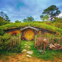 "http://instagramity.com/media/878967290017156580_5932626  #DeluxeFX(@deluxefx) on Instagram: ""Photo Edit: ✨DeluxeFX✨ app --- Photo by  @chabrovandrey - check his awesome feed out. #hobbit #house #green #shire #lovely #peaceinplace "" 