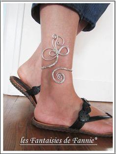 Bracelet cheville DESIGN en aluminium argenté ajustable : Bracelet par les-fantaisies-de-fannie