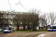 Het Dijkgraafplein is bij Osdorpers vooral bekend als eindpunt van de tram. Die rijdt in een lus om het plein en gaat naar het Centraal Station. Het Dijkgraafplein is ook vaak in het nieuws geweest omdat jongeren er rotzooi trapten. Nu er straatcoaches rondlopen is er minder overlast. Het plein ligt in de wijk De Punt. De komende tijd wordt deze wijk flink opgeknapt. Sommige woningen worden gesloopt en vervangen door nieuwbouw. Er is ook een nieuwe school gekomen.
