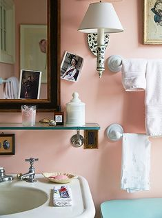 Mix and Chic: Home tour- Famed designer, Jeffrey Bilhuber amazing Long Island country home! Peach Bathroom, Modern Bathroom, Bathroom Vinyl, Bathroom Hacks, Ikea Bathroom, Large Bathrooms, Beautiful Bathrooms, Small Bathroom, Bathroom Ideas