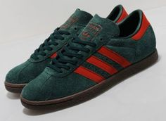 Decked out in a Christmas color combination of green and red, UK based Size? has received a colorway of the adidas Tobacco. Adidas Zx, Adidas Samba, Adidas Gazelle, Adidas Sneakers, Adidas Superstar Vintage, Adidas Busenitz, Adidas Spezial, Sneakers Fashion, Fashion Shoes