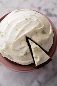 Svampet squashkage med lime ostecreme Danish Dessert, Number Cakes, Let Them Eat Cake, Food Art, Love Food, Sweet Tooth, Snacks, Food And Drink, Yummy Food
