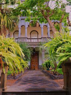 Las Hesperides Tropical Garden I Arucas (Gran Canaria) Tropical Houses, Tropical Garden, Beautiful Landscapes, Beautiful Gardens, Places Around The World, Around The Worlds, Rioja Spain, Reisen In Europa, La Gomera