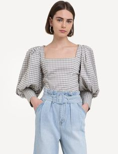 5 Biggest Fashion Trends To Try In 2019 trendy outfit for this spring 2019 / puffed shoulder top and high waist jeans Big Fashion, Fashion Outfits, Womens Fashion, Fashion Tips, Fashion Trends, Fashion Clothes, Looks Cool, Looks Style, Puffy Sleeves Blouse