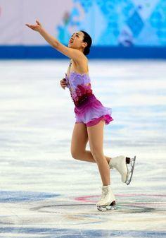 フィギュア団体女子SPで演技する浅田真央 (454×650) http://www.asahi.com/olympics/sochi2014/gallery/0208/102.html