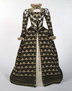 Reproduction of Queen Elizabeth's gown based on the Phoenix Portrait by Nicholas Hilliard, ca. 1575