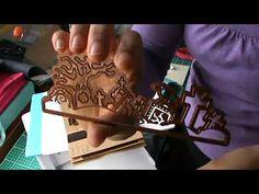 Embosser avec un tapis de cuisson?! - YouTube Embosser, Tutorial Class, Big Shot, Stamping Up, Tim Holtz, Videos, How To Make, Crafts, Diy