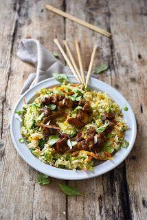 Dorian cuisine.com Mais pourquoi est-ce que je vous raconte ça... : Mon riz sauté au cochon... parce que tout est bon dans... le riz sauté! Dorian Cuisine, Curry, Ethnic Recipes, Orange, Rice, Stir Fry Rice, Fried Onions, Pork, Thai Basil