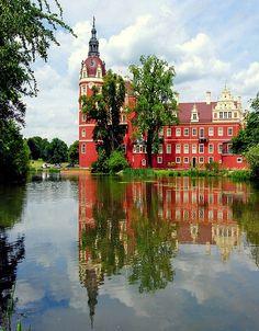 New Castle Muskau, Germany (by Tobi_2008 on Flickr)