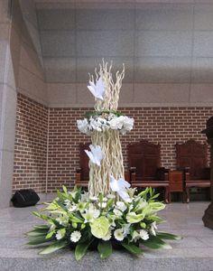 Modern Floral Arrangements, Church Flower Arrangements, Church Flowers, Funeral Flowers, Easter Flowers, Modern Christmas, Ikebana, Fresh Flowers, Floral Design
